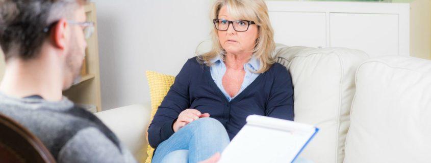 Mam 65 lat. Czy w moim wieku podjęcie terapii może jeszcze coś zmienić?