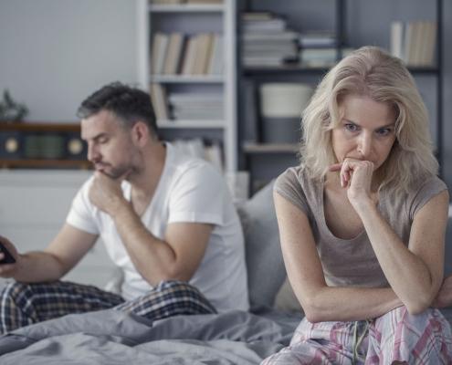 Mój facet ogląda się za młodszymi dziewczynami. Co mam robić?
