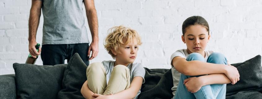 Role dzieci w rodzinie alkoholowej - jak to się przekłada na ich dorosłe życie?