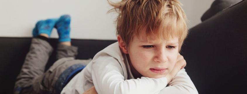Bunt dziecka po narodzinach rodzeństwa. Jak poradzić sobie z agresją starszego syna?
