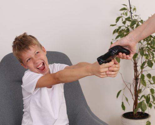 Moje dziecko za dużo gra na konsoli. Co robić w tej sytuacji?