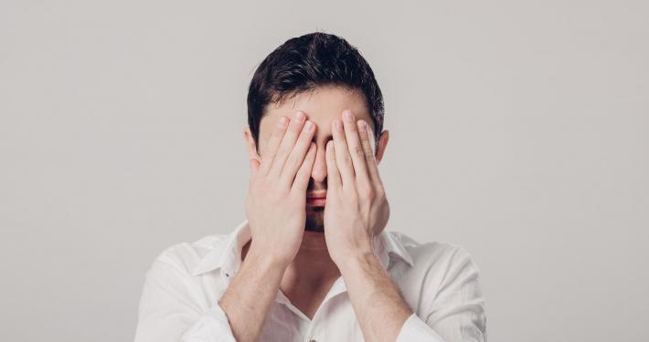 Skąd się bierze nieśmiałość u mężczyzn i jak z nią walczyć?